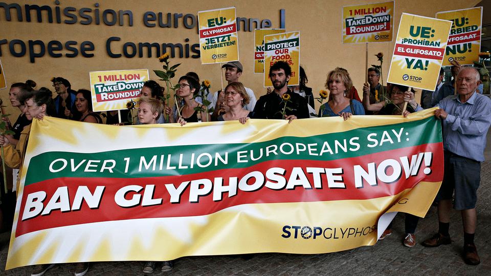 Ban weedkiller Glyphosate